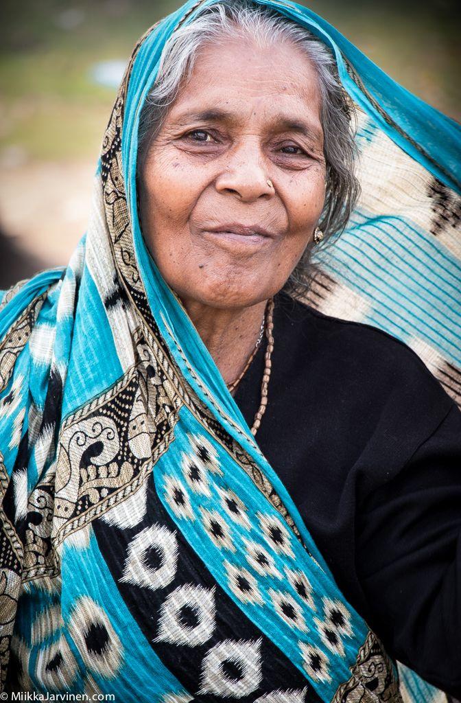 Lady in blue. Janakpur, Nepal. (C) http://miikkajarvinen.com