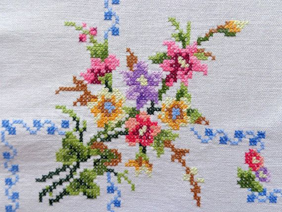 Vintage embroidered tablecloth with flowers by DoiliesLaceCrafts