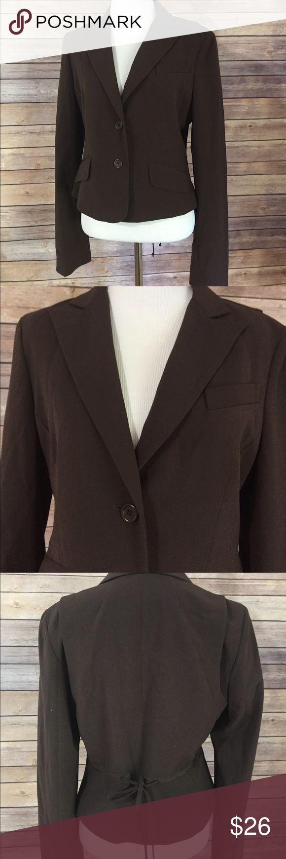 """BCBG Maxazria Cropped Blazer medium This is adorable from BCBG Maxazria, Sz medium cropped jacket. This will be cute this fall with skinny jeans and boots!  Measures 36"""" under arm to under arm, flat and doubled. The length is 20 1/2 inches. Like new condition. J21 BCBGMaxAzria Jackets & Coats Blazers"""