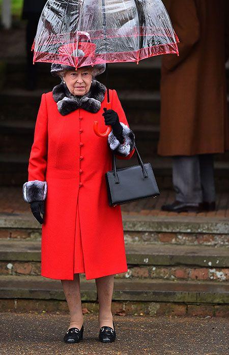 Королева Елизавета II пропустила новогоднюю службу из-за болезни
