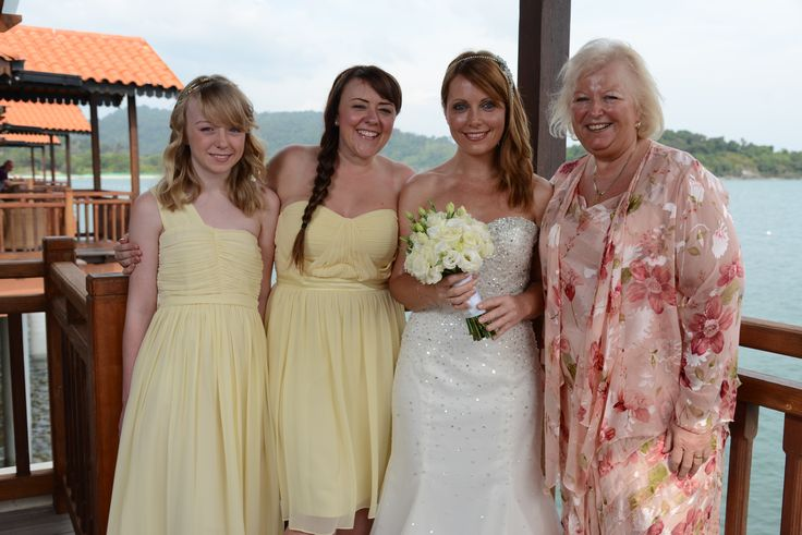 Beautiful pastel yellow was Claires choice for her bridesmaids