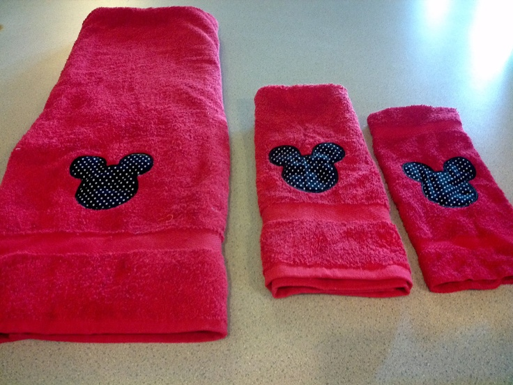 could be easy to do with a red towel and use freezer stenciling with Mickey's head