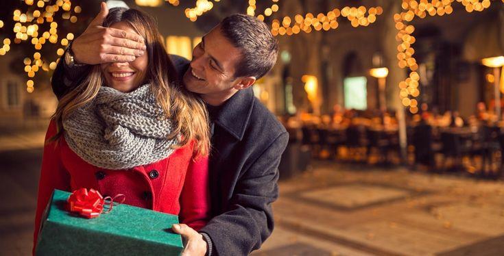 Η χριστουγεννιάτικη Θεσσαλονίκη μάς υποδέχεται απαστράπτουσα και με την υπόσχεση ότι θα τα δούμε και θα τα ζήσουμε όλα. Ειδικά φέτος, μοιάζει πιο όμορφη και πιο γιορτινή από ποτέ. Δείτε τι μπορείτε να κάνετε.