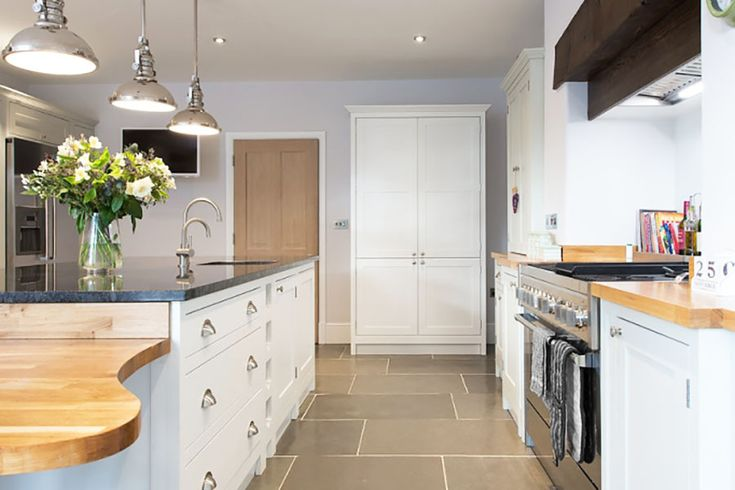 We have a fantastic range of kitchen flagstones, to perfectly complement both modern and traditional kitchens, of any size. In a selection of stunning colours and textures, with large format and mixed lengths, stone flooring creates a magnificent floor of impeccable beauty yet durability. #stone #kitchen #floors