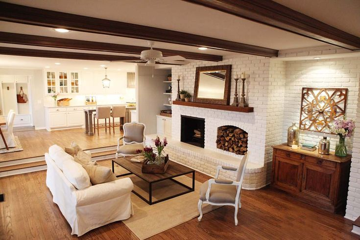 Fixer upper fireplaces chip gaines and firewood for Fixer upper living room designs