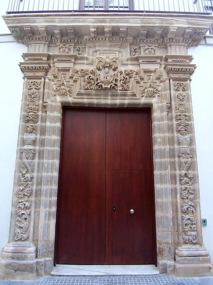 Palacio Barroco de Los Lilas,Cádiz.Portada | Situada en la calle Sopranis número 10,Se trata de una casa palacio de estilo barroco, conocida popularmente por la Casa de los Lilas. Cuenta con una portada barroca con superposición de columnas.