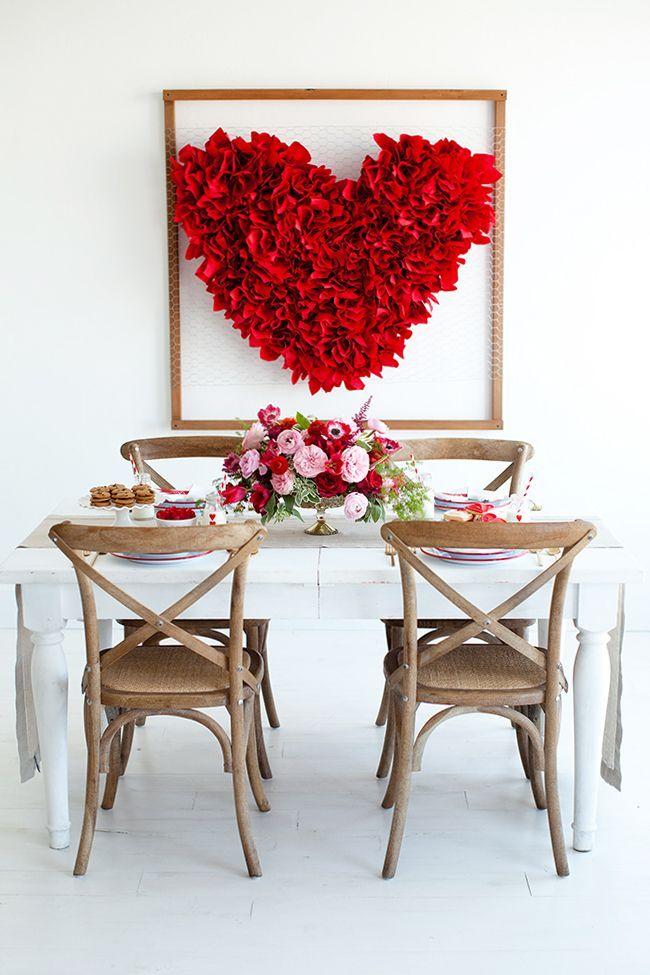 Hier isst die Liebe mit. Riesiges Herz im Bilderrahmen verschönert das Esszimmer >> Dramatic Heart Hanging