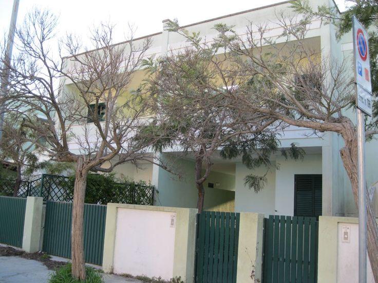 Affittasi 4 appartamenti (da 5 posti letto ciascuno) alla Baia Verde di Gallipoli a soli 500 metri dalla spiaggia.