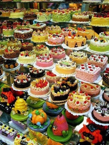 German Bakery = creativity! All are beautiful and I think the bottom two rows are created from marzipan. YUM!