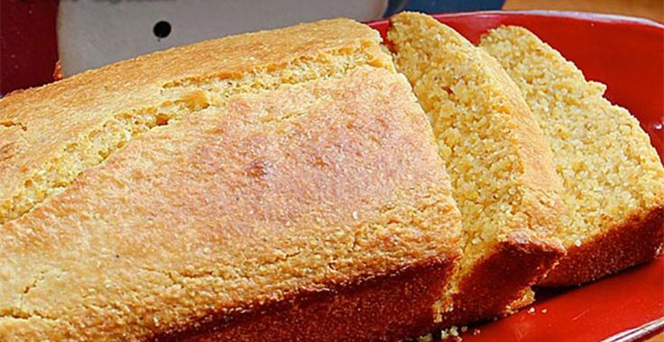 You will love this healthier version of the classic cornbread recipe. It is simple to make and goes well with a chili or stew – the ultimate comfort food.