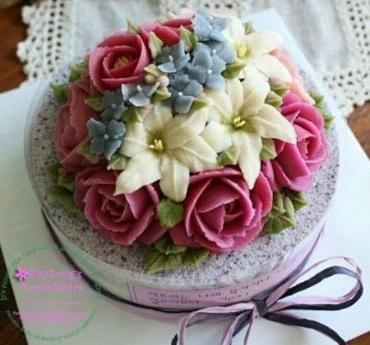 Cake Decorating Cream Flowers : Butter Cream Cake Buttercream Flowers Beauty Pinterest ...