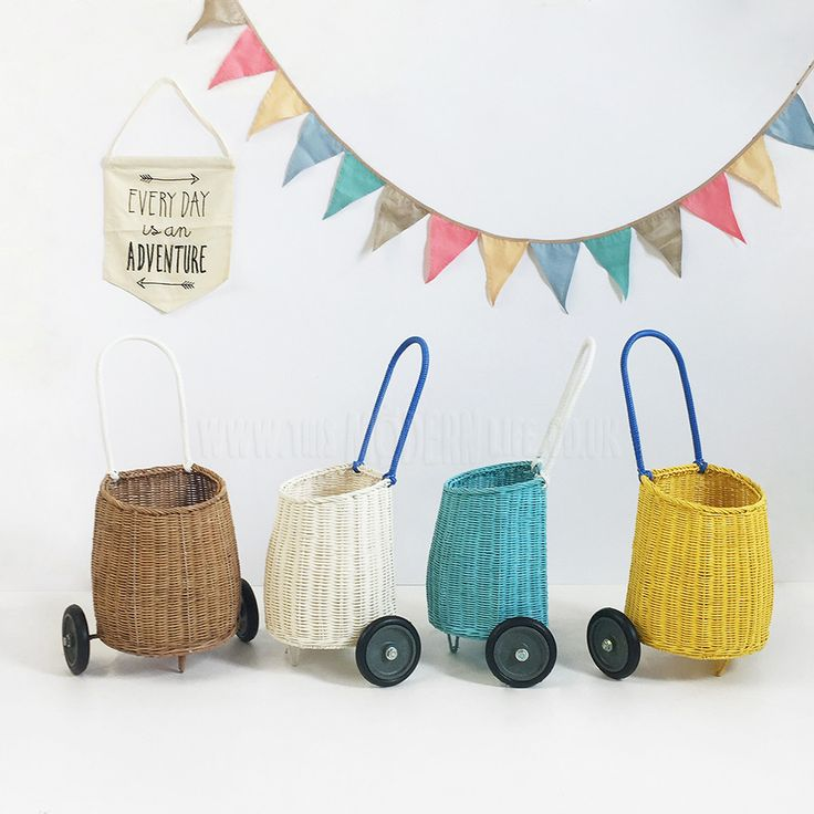 Toy . Pull along basket - Luggy / Natural - This Modern Life