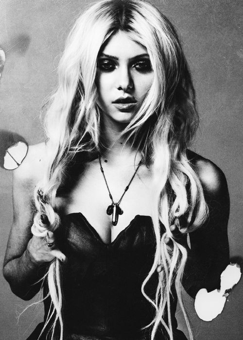 The sultry Taylor Momsen