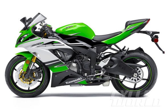 2015 Kawasaki Ninja ZX-6R 636 studio side view 30th anniversary edition  Of course I will take mine in the matte black