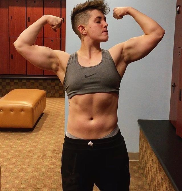 Pin By Maryoom On Tomboys Androgynous Women Muscle Women Muscular Women