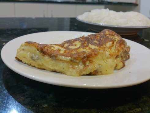 French style omelette with mushroom and cheddar cheese filling. #food #french #omelette