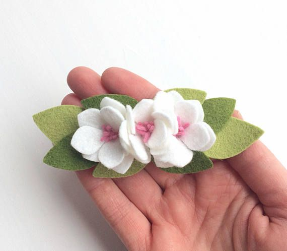 ❤️This sweet and delicate little headband is almost as precious as your little one. ❤️This listing is for ONE little floral crown headband. You can choose between a white or pink flower. Simply message me if you are interested in another colour and I will see what I can do. ❤️It