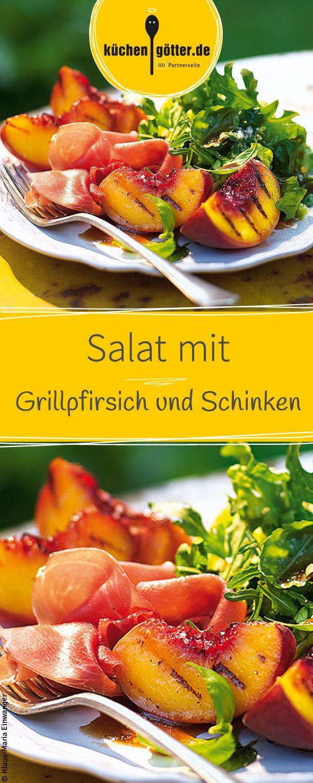 Frische Pfirsiche werden aromatisch angebraten, mit würzigen Salat und Schinken serviert. Einfach himmlisch!