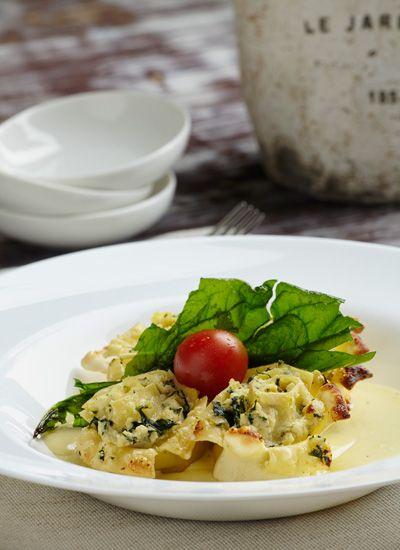 Rosette de spinacci ai 4 formaggi (Pasta rellena de espinacas y ricota en salsa cuatro quesos)