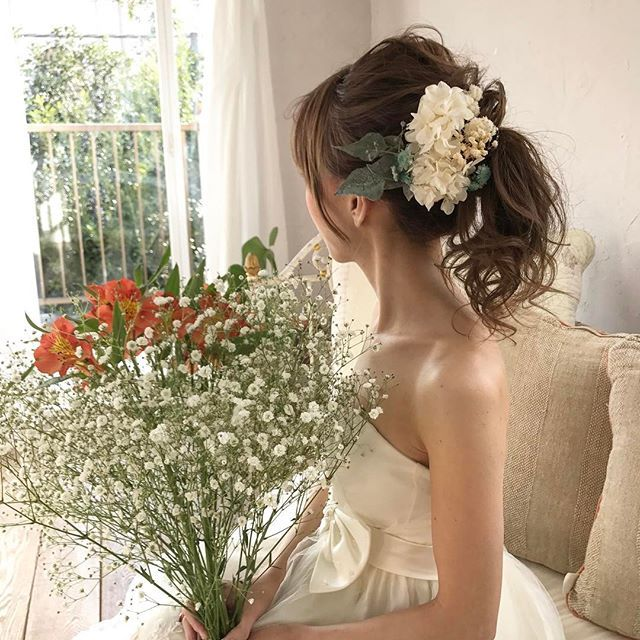 Wedding 撮影✨ * ハウススタジオでウェディングの撮影をさせていただきました * * 明日は成人式たくさんの子をかわいくできる様に頑張ります✨ * * * #ウェディング #ウェディングドレス #ブライダル #結婚式 #プレ花嫁 #花嫁ヘア #ブライダルヘア  #出張ヘアメイク #日本中のプレ花嫁さんと繋がりたい #2017春婚#2017夏婚 #ヘアアレンジ#ヘアスタイル#ヘアメイク#編み込み#ポニーテール #hairarrange#hair#hairstylist#wedding#bridal#weddingdress#updo#hairbraid  #プリザーブドフラワー #ヘアアクセサリー