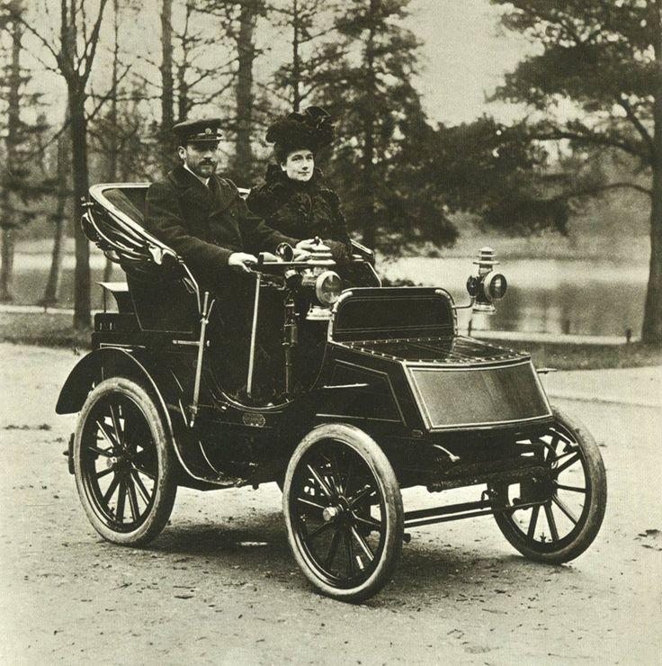 voici l on serpollet en compagnie de sa femme au volant d 39 une voiture vapeur qui porte son. Black Bedroom Furniture Sets. Home Design Ideas