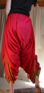 """#sari #pants - A good photo of the pants-style wrap from the back. A sari isn't just a """"dress""""!  i need to find this tute."""