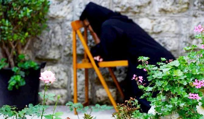 NECAZURILE ne curăță sufletește, întăresc caracterul, purifică gândurile | La Taifas