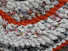 Links to video demonstrations making crocheted rag rugs