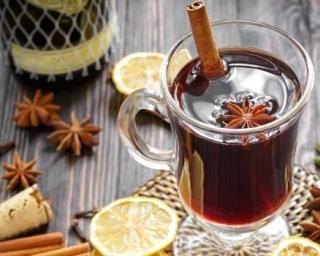Vin chaud de Noël aux épices : http://www.fourchette-et-bikini.fr/recettes/recettes-minceur/vin-chaud-de-noel-aux-epices.html