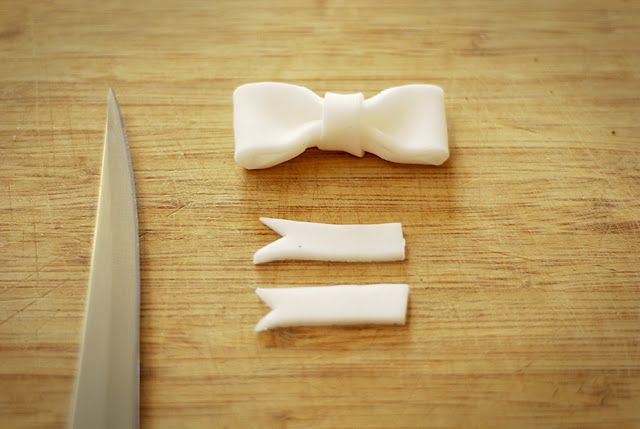 How to make a small fondant bow