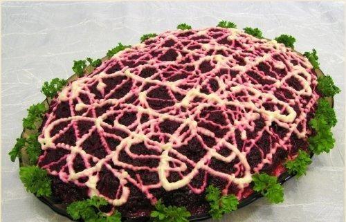 Haring onder Mantel van Aardappelen en Bieten Salade