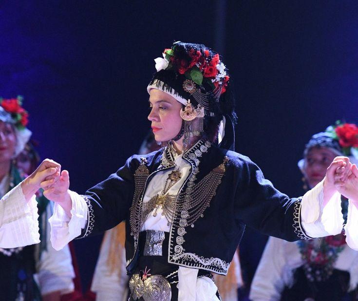 Beautiful #Macedonian #costumes from #Roumlouki (Land of the Greeks) #Macedonia #greece - the #headpiece fashioned into a helmet after #AlexandertheGreat rewarded #women with #helmets for their #bravery - ΛΥΚΕΙΟ ΕΛΛΗΝΙΔΩΝ ΜΕΓΑΡΟ ΜΟΥΣΙΚΗΣ