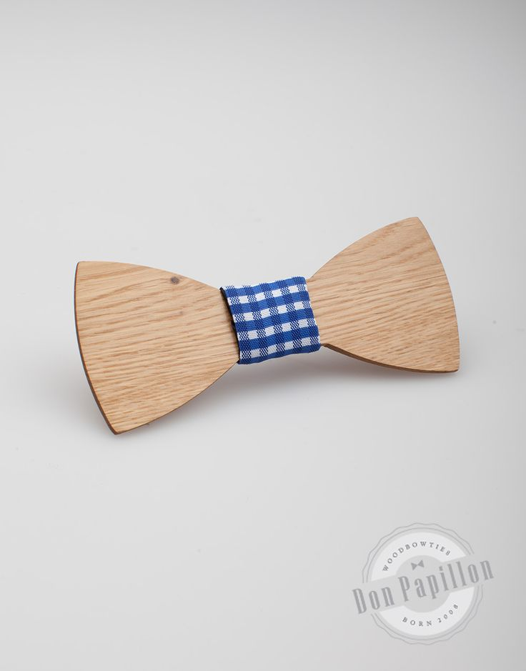 Don Quijote model brings back the chivalry in every outfit. This wood bow tie is made from oak and has a bold appearance that makes it enchanting.