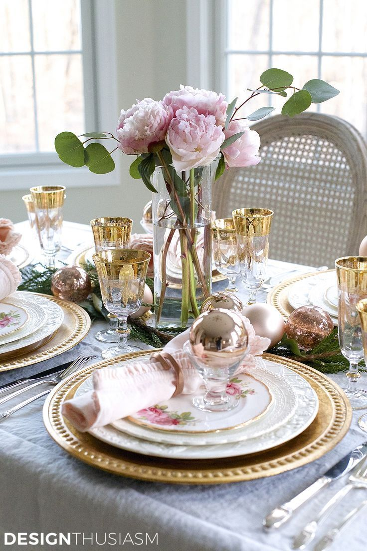 Gold christmas table setting - Elegant Christmas Table Setting With Pink And Gold