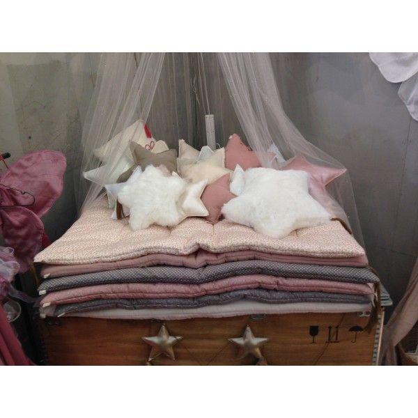 Les 83 meilleures images a propos de matelas au sol sur for Tapis chambre enfant avec matelas futon 120x190