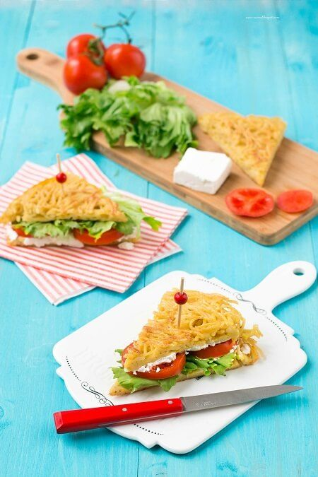 La ricetta della frittata di pasta un piatto tipico della tradizione campana ma reinterpretata in forma di gustosi tramezzini