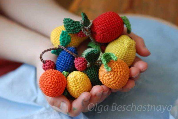 Набор ягод и фруктов для детских игр и декора дома. Связано вручную крючком.