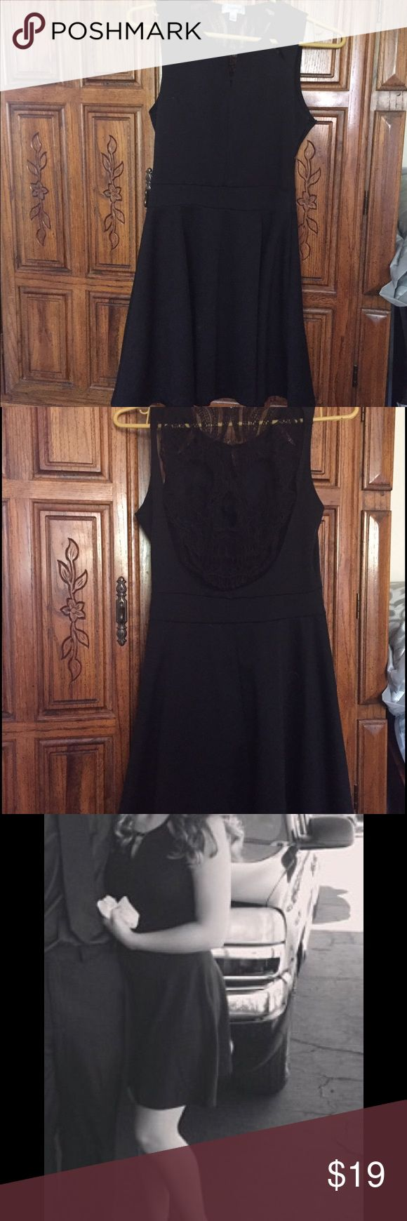 Closet triangle cut out back dress - Little Black Dress Fitting At The Waist Then Flows Out Top Has Triangle Cut