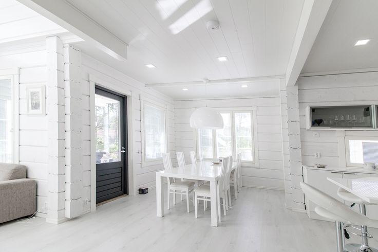 Brighten up your dining room with stylish Kanna LED-lights. Valaise ruokailuhuoneesi tyylikkäillä Kanna LED-valaisimilla.
