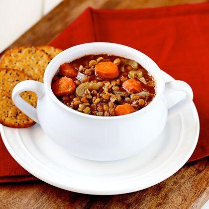 Healthy Slow-Cooker Lentil Soup Deze lijkt me errug lekker... ga ik binnenkort maken :-)