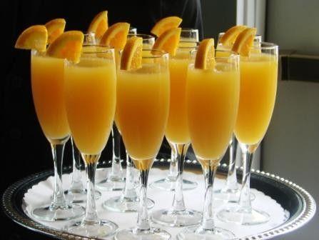 El Cóctel Mimosa además de ser suave, fresco y muy agradable al paladar, es muy fácil de preparar ya que solo contiene dos ingredientes: cava o champagne y zumo de naranja natural en una proporción de 50/50, es decir, igual cantidad de zumo que de espumoso, opcionalmente se puede decorar con una guinda y/o con gajo de naranja o con un corte de naranja con piel.