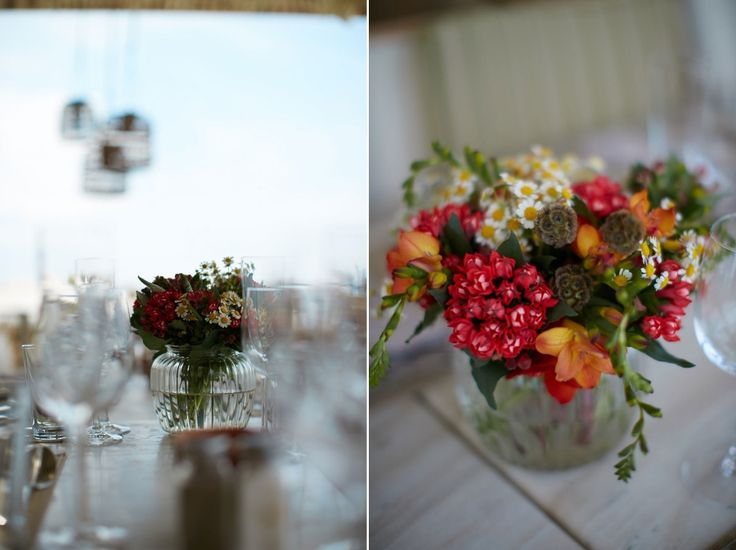 Colourful bliss on the wedding tables! Red and green in complicated and unique flowers for the art de la table!