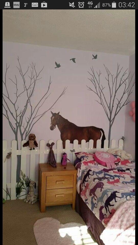 wandgestaltung im kinderzimmer mit tiertroph e pferd aus. Black Bedroom Furniture Sets. Home Design Ideas