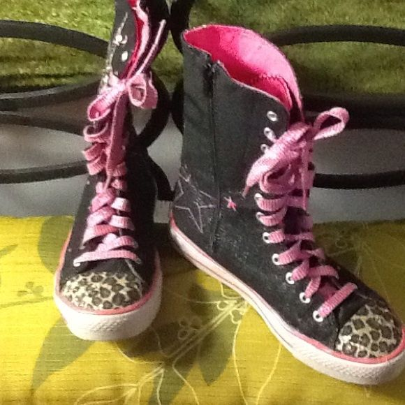Skechers Black/Pink/Cheetah- High Top Tennis Shoe Skechers Black/Pink/Cheetah- High Top Tennis Shoe Size 5.  Black shoe with Large Cheetah star embellishment on sides and cheetah print toe. Pink laces. Side zipper. Skechers Shoes Athletic Shoes