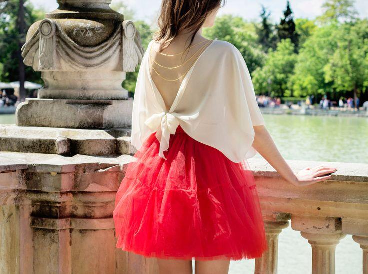 Blusa Toulouse + falda de tul rojo. Ropa personalizada y a medida en https://www.tullerouge.com