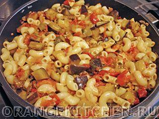 Блюдо из макарон с баклажанами