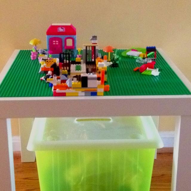 Diy lego table ikea side table lego pads liquid nail for Table lego ikea
