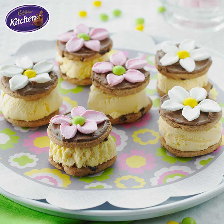 Don your fascinator and celebrate horse racing season in style by hosting a finger food party at home featuring these adorable Chocolate and Marshmallow Ice Cream Sandwiches! #springracing  #springdesserts #icecream #SandwichDay #CADBURY