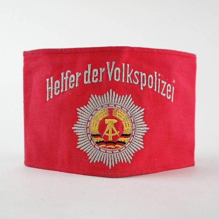 """Freiwillige Helfer der Volkspolizei in der DDR konnten Zivilpersonen ab Sept. 1952 werden. Ihr Auftrag: """"Gewährleistung der öffentlichen Ordnung und Sicherheit zum Schutz der Arbeiter-und-Bauern-Macht"""". Every civil person could become a voluntary assistants of the people's police of the DDR from september 1952 on. (DDR Museum)"""