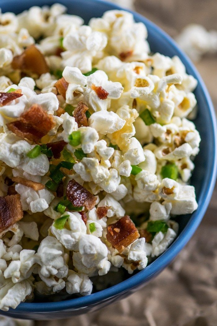 Bacon Jalapeño Popcorn | This popcorn gets its kick from the addition of bacon and jalapeno and is the perfect movie night snack!